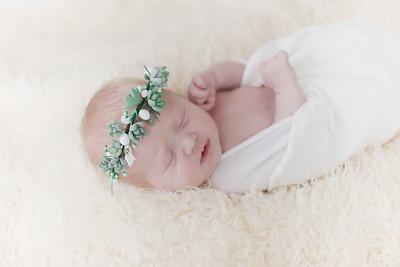 00001--©ADHPhotography2018--Esch--Newborn
