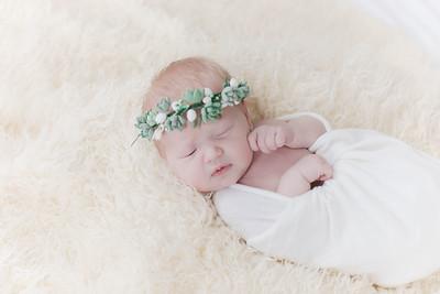 00005--©ADHPhotography2018--Esch--Newborn