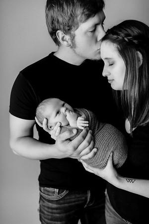 00011©ADHPhotography--EverettKessler--NewbornAndFamily--July2--bw