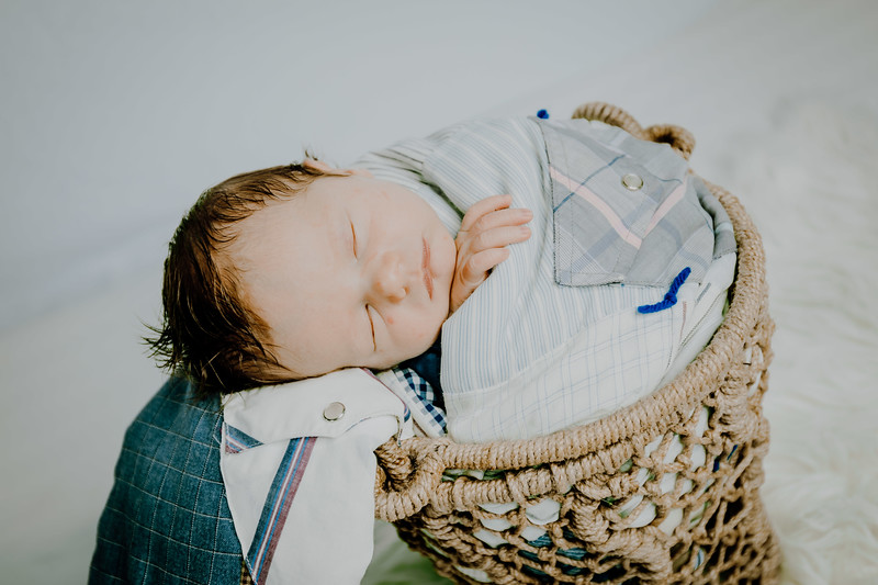 00011--©ADHPhotography2018--Fink-Newborn--2018May18