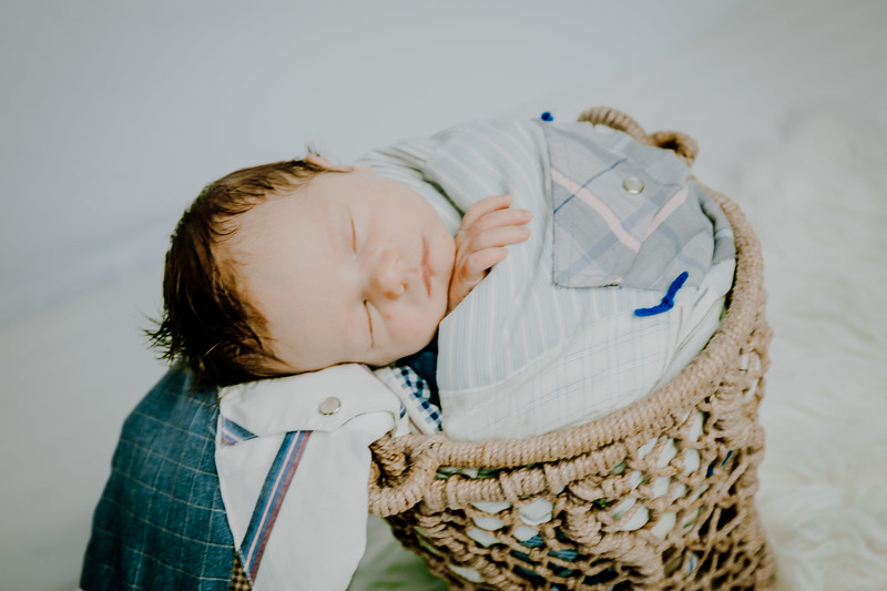 00009--©ADHPhotography2018--Fink-Newborn--2018May18
