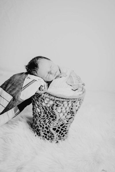 00002--©ADHPhotography2018--Fink-Newborn--2018May18