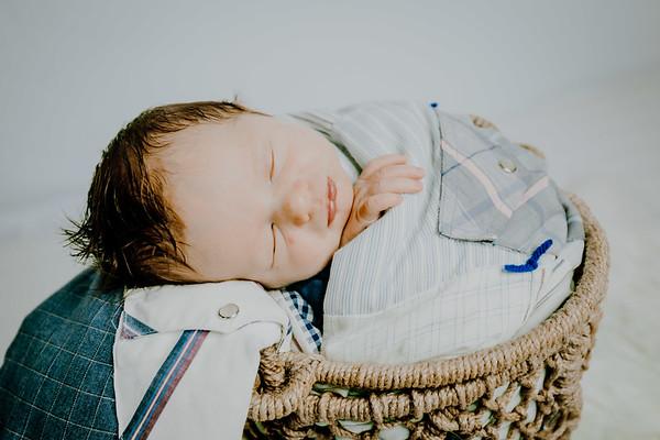 00017--©ADHPhotography2018--Fink-Newborn--2018May18