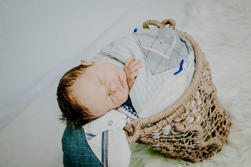 00007--©ADHPhotography2018--Fink-Newborn--2018May18