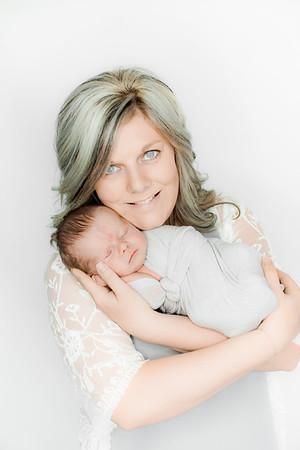 00003--©ADHPhotography2019--Heinen--Newborn--May16