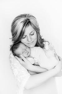 00020--©ADHPhotography2019--Heinen--Newborn--May16