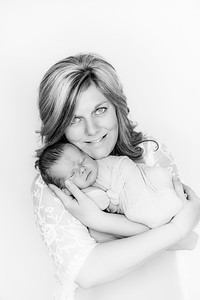 00006--©ADHPhotography2019--Heinen--Newborn--May16