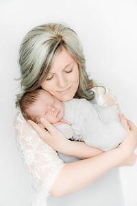00023--©ADHPhotography2019--Heinen--Newborn--May16