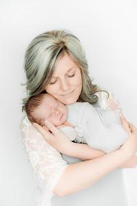 00019--©ADHPhotography2019--Heinen--Newborn--May16