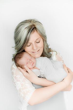 00015--©ADHPhotography2019--Heinen--Newborn--May16