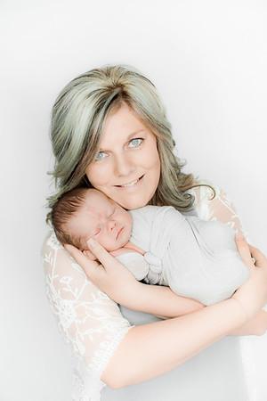 00001--©ADHPhotography2019--Heinen--Newborn--May16