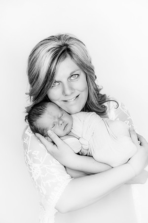00004--©ADHPhotography2019--Heinen--Newborn--May16