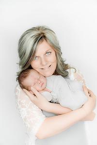 00007--©ADHPhotography2019--Heinen--Newborn--May16