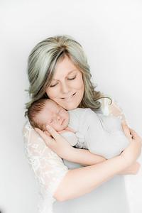 00011--©ADHPhotography2019--Heinen--Newborn--May16