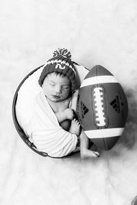 00007--©ADHPhotography2019--JamesV--Newborn--ReEditbw