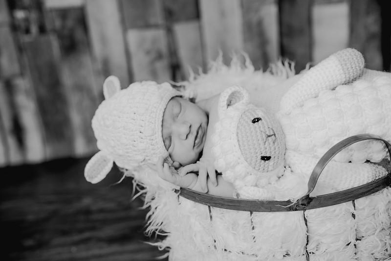 00002--©ADHPhotography2018--KasenFortin--Newborn--2018March23