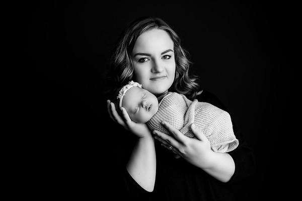 00005©ADHphotography2020--Loomis--Newborn--December30bw