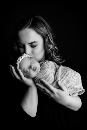 00007©ADHphotography2020--Loomis--Newborn--December30bw