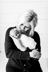 00008--©ADHPhotography2020--MaddynSharp--Newborn--February21bw