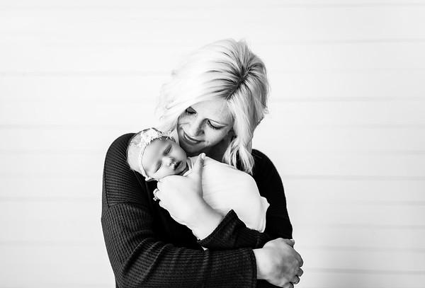 00002--©ADHPhotography2020--MaddynSharp--Newborn--February21bw