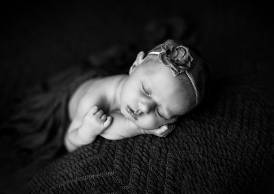 00072--©ADHPhotography2020--MaddynSharp--Newborn--February21bw