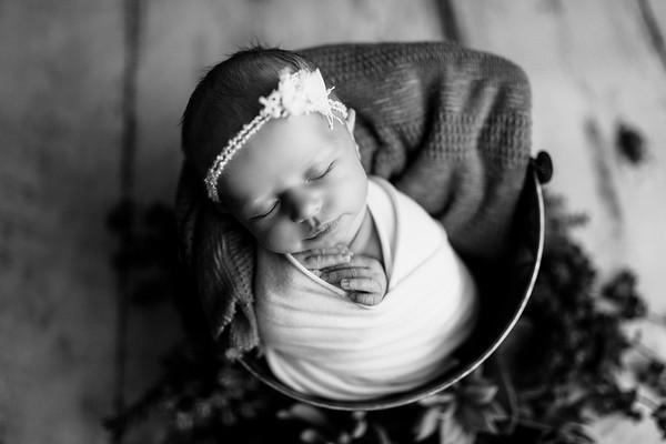 00118--©ADHPhotography2020--MaddynSharp--Newborn--February21bw