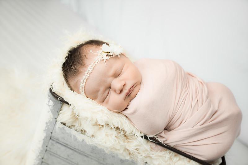 00002--©ADHphotography2019--MaggieJaneHardin--Newborn--March11