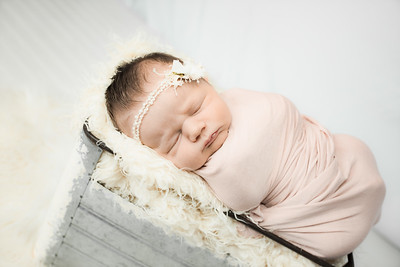 00006--©ADHphotography2019--MaggieJaneHardin--Newborn--March11