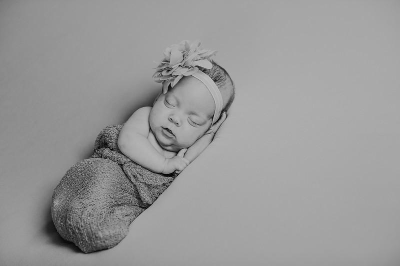 00008--©ADH Photography2017--MakennaDaffer--Newborn