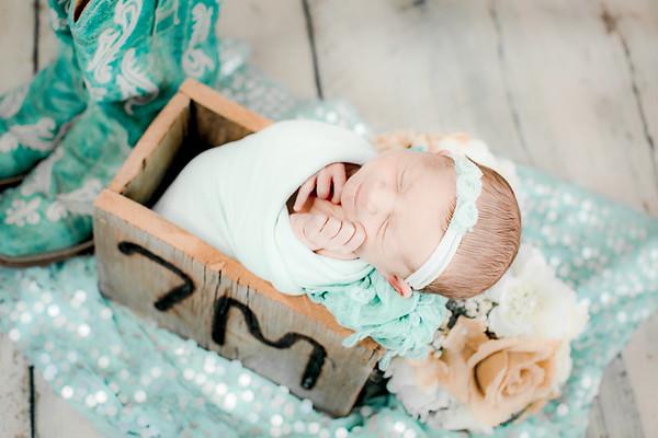 00011--©ADHPhotography2019--CoraMiller--NewbornAndFamily-May3