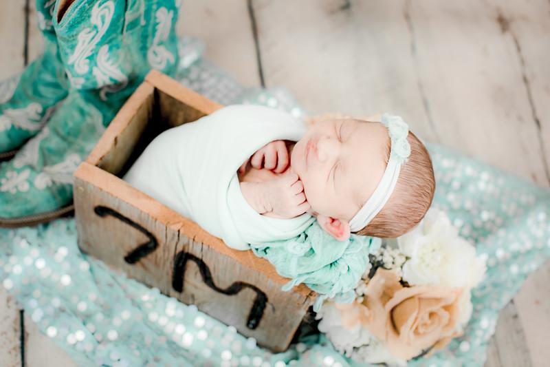 00005--©ADHPhotography2019--CoraMiller--NewbornAndFamily-May3