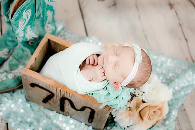 00003--©ADHPhotography2019--CoraMiller--NewbornAndFamily-May3