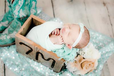 00007--©ADHPhotography2019--CoraMiller--NewbornAndFamily-May3