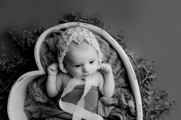 00011©ADHPhotography2020--NoraMcConnell--StudioNewborn--October19bw