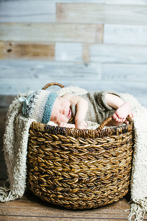 00017--©ADHPhotography2017--Poore--Newborn
