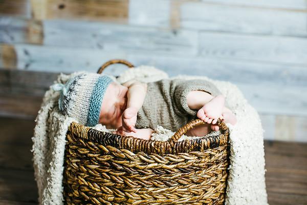 00011--©ADHPhotography2017--Poore--Newborn