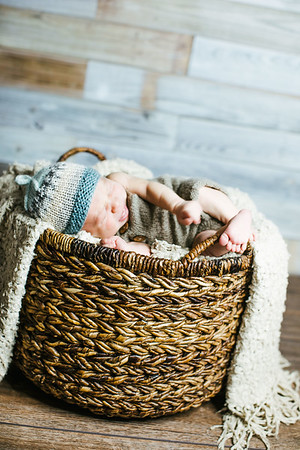 00013--©ADHPhotography2017--Poore--Newborn