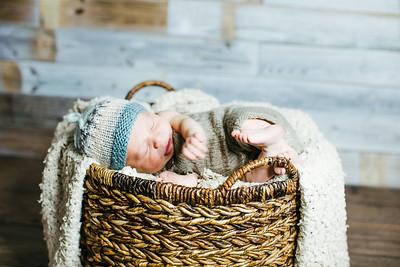00005--©ADHPhotography2017--Poore--Newborn