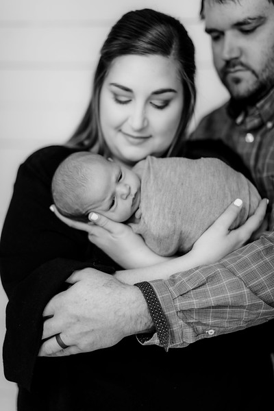 00011-©ADHPhotography2019--RhettPollman--NewbornAndFamily--December30bw