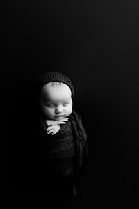 00008©ADHphotography202--RoseKelley--NewbornAndFamily--February13BW