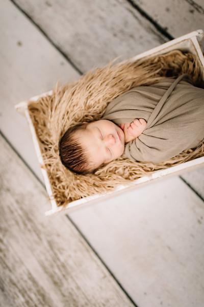 00011-©ADHPhotography2019--Rossenbach--Family&Newborn--Junne27