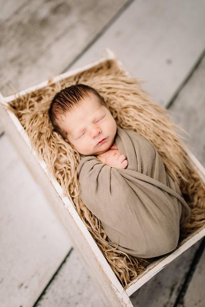 00019-©ADHPhotography2019--Rossenbach--Family&Newborn--Junne27