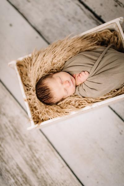 00009-©ADHPhotography2019--Rossenbach--Family&Newborn--Junne27