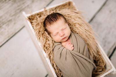 00007-©ADHPhotography2019--Rossenbach--Family&Newborn--Junne27