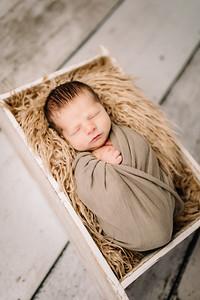 00013-©ADHPhotography2019--Rossenbach--Family&Newborn--Junne27