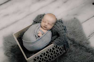 00007--©ADHPhotography2020--GriffinSheets--NewbornAndFamily--January7