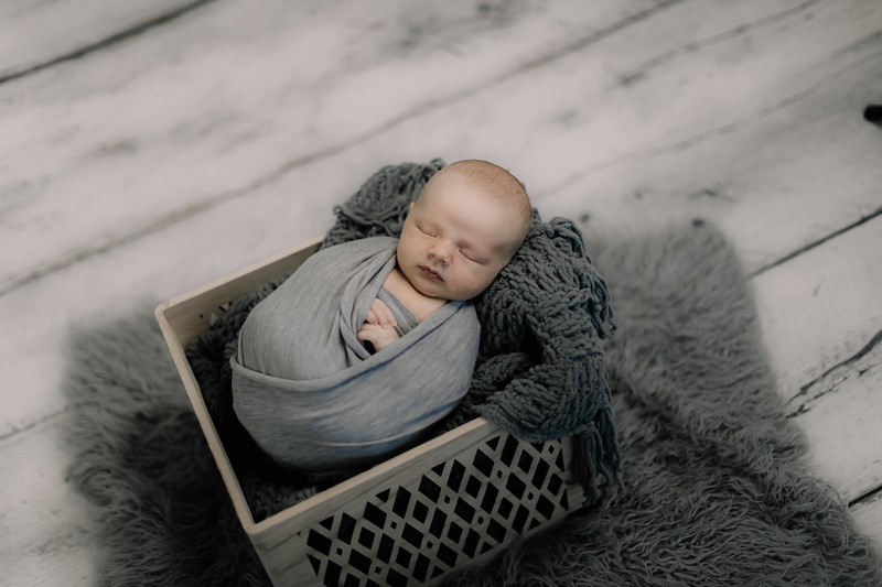 00011--©ADHPhotography2020--GriffinSheets--NewbornAndFamily--January7