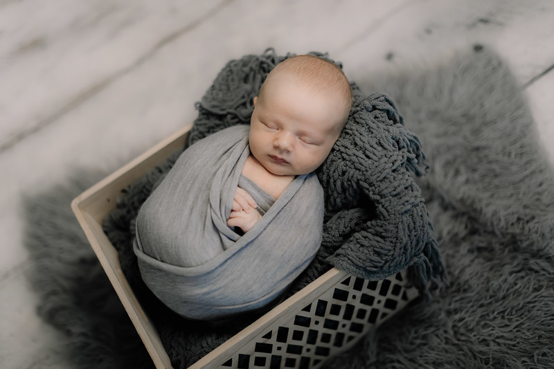 00004--©ADHPhotography2020--GriffinSheets--NewbornAndFamily--January7