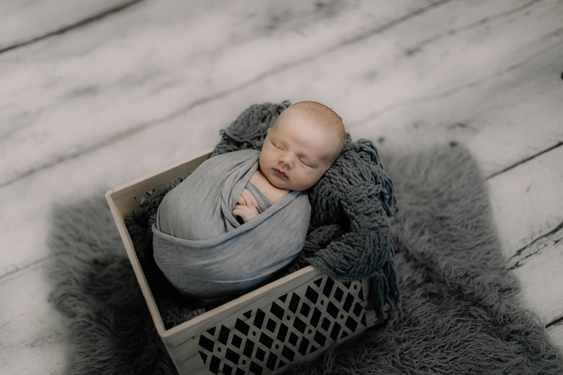 00012--©ADHPhotography2020--GriffinSheets--NewbornAndFamily--January7
