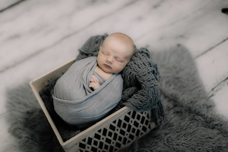 00008--©ADHPhotography2020--GriffinSheets--NewbornAndFamily--January7